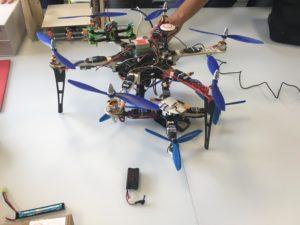 Droni in scala: l'esacottero di Dietrich, il nostro quadricottero e il drone fpv di Stefano Ledda