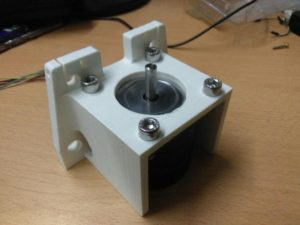Fasi di realizzazione del progetto Drawing Machine - Progetto supporto dei motori immagine (Laboratorio Arduino User Group Cagliari)