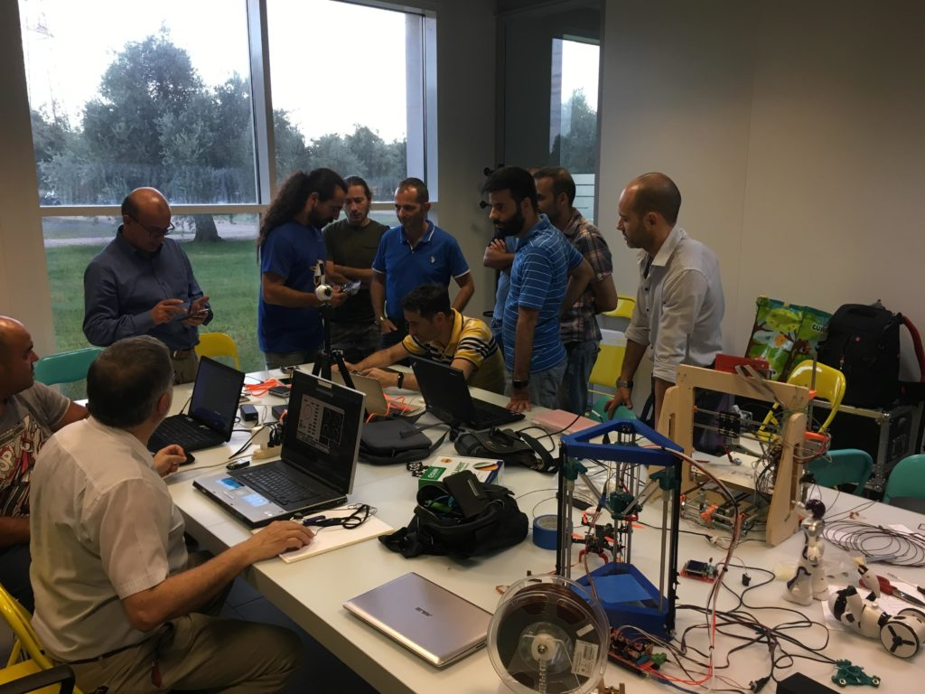 Gruppo Arduino User Group Cagliari in laboratorio - Blog augc