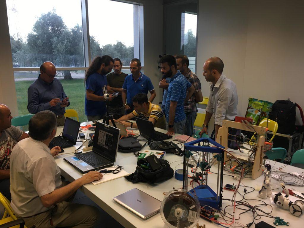 Gruppo Arduino User Group Cagliari in laboratorio - Blog augc